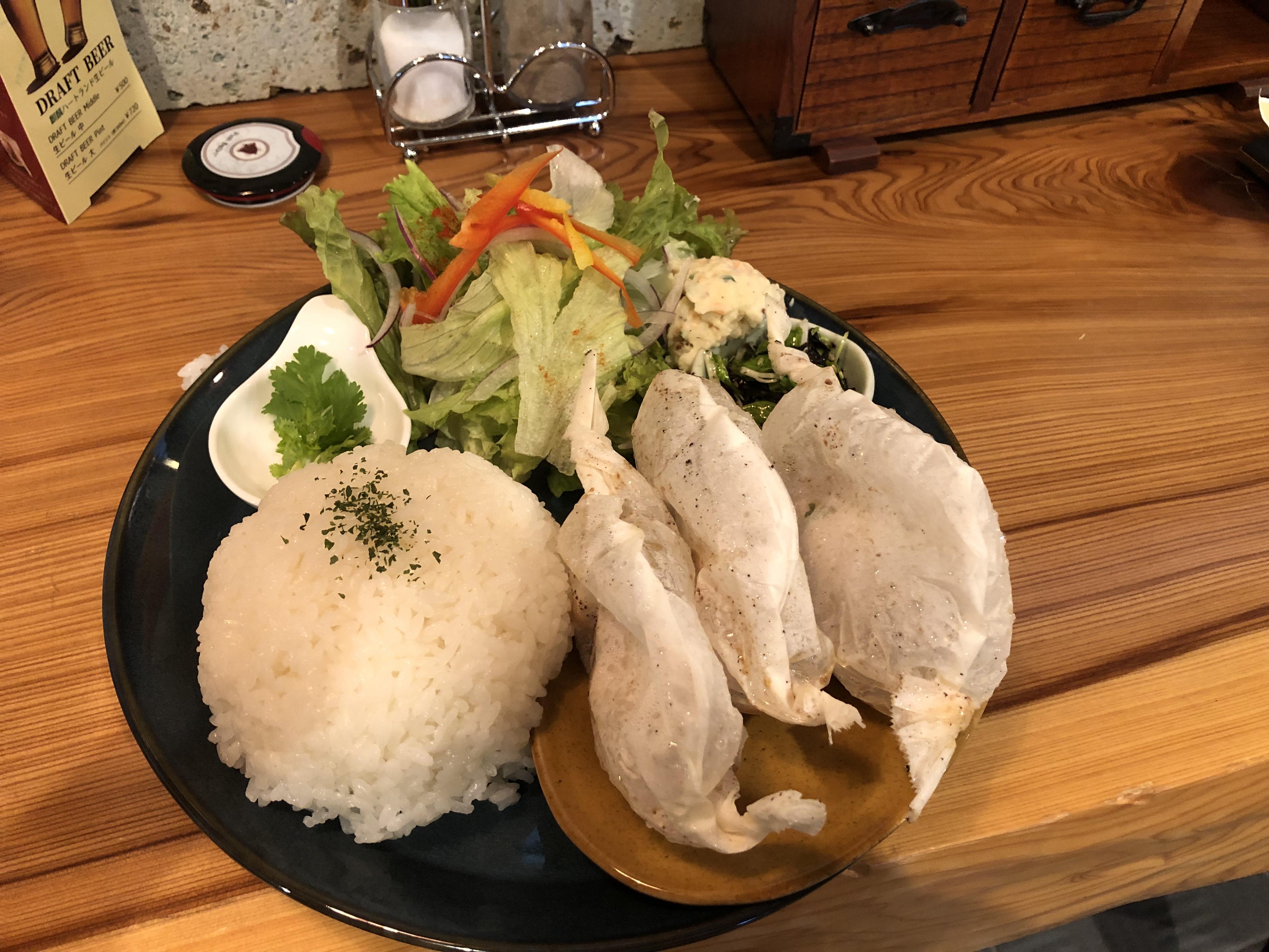 9月1日オープン、世界各国の料理が味わえるカフェSeason1にて包み焼きペーパーチキンを食べてきました