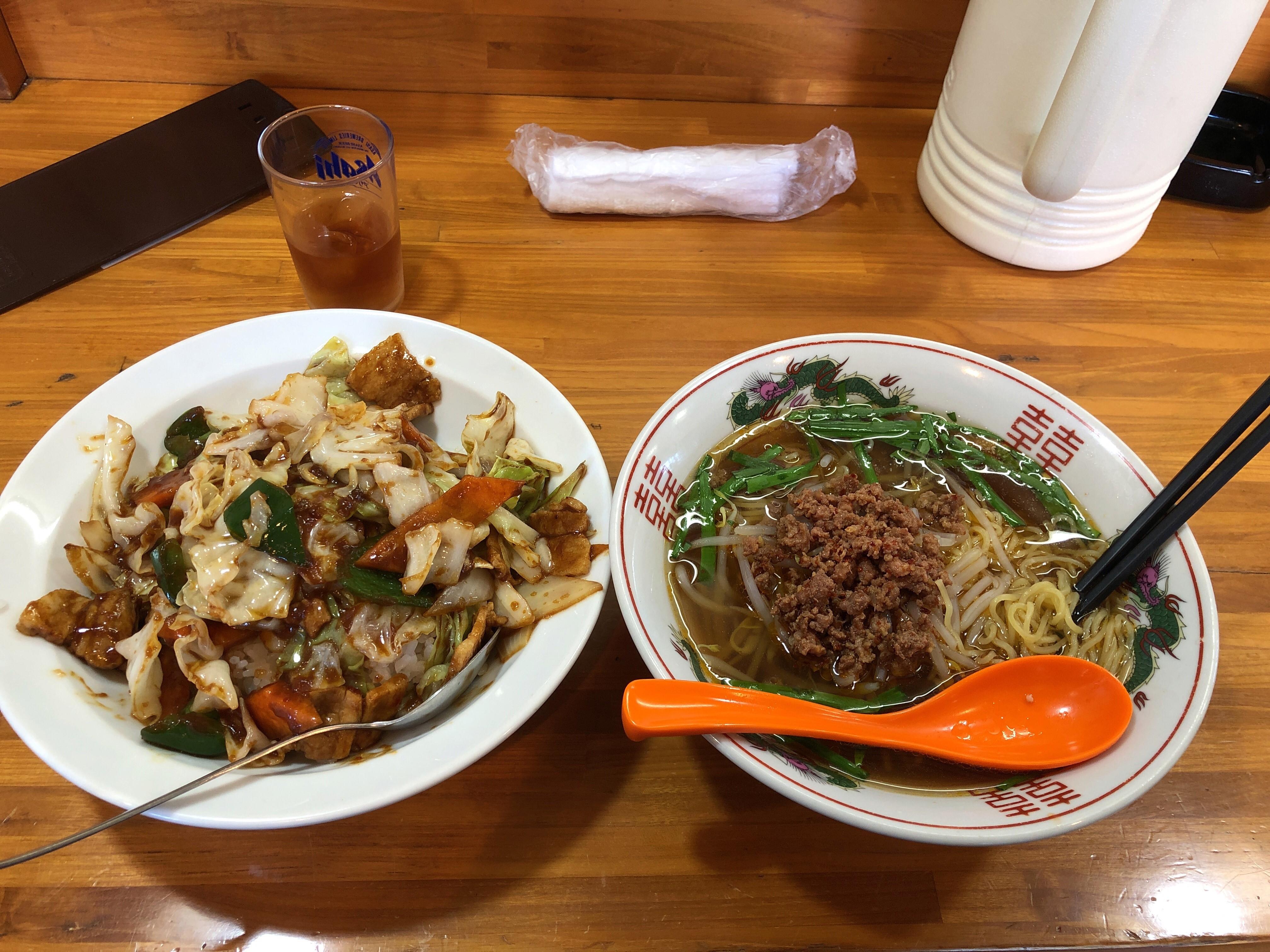 鹿沼街道沿いにある町の中華屋さん台湾料理福客来、750円のラーメンセットを頼むもまさかの超ボリューム