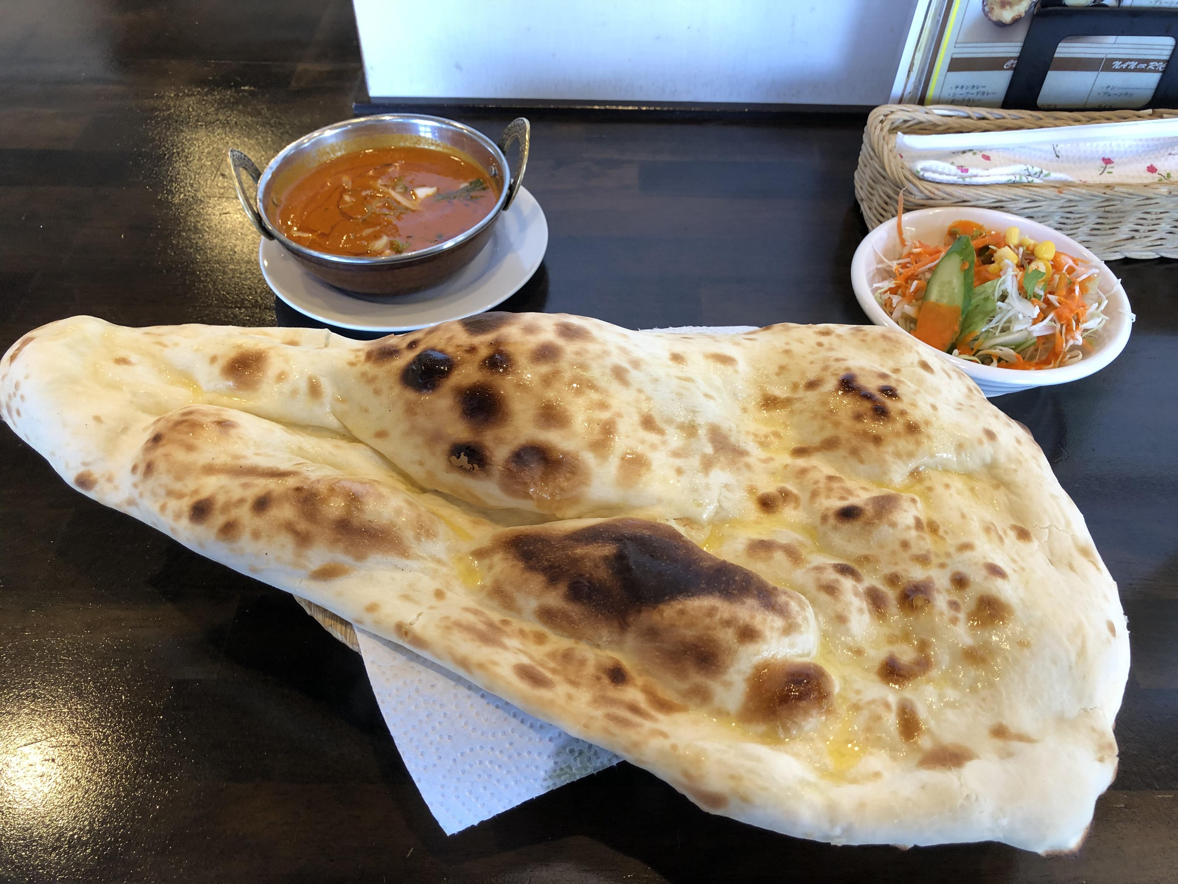 国道293沿いのインド・ネパールレストラン「カトマンズキッチン」、特大ナンとマトンカレーでカレーランチ