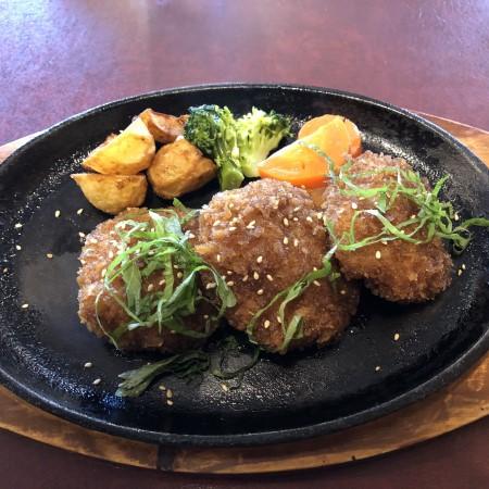 上横田町、国道4号線沿いにある老舗洋食店「Happy3」 メンチのようでメンチでない?謎メニュー、ハンバーグフライを食べてみた