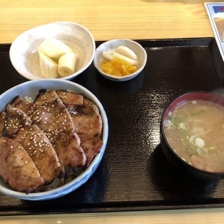 御幸ヶ原通り沿い、炭火豚丼「豚元」 これで700円!?コスパ抜群、炭火の匂い香る絶品豚丼