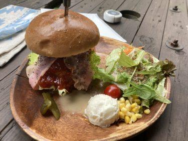 日光街道沿いのオシャレなカフェ「ロイスカフェ」豪快過ぎるハンバーガーと名物ダッチベイビースイーツを食べてきた