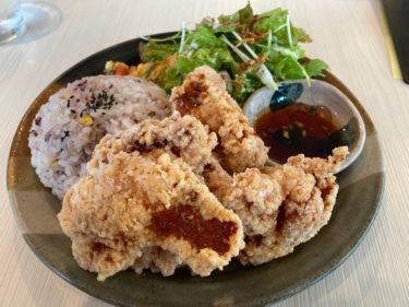 栃木街道沿いで見つけたカフェ「CAFE TORA大塚町店」 大粒唐揚げが4つも!?ボリューム満点唐揚げプレートにご満悦
